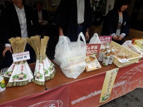 毎年恒例の豆藤さんのおいしい「ちま吉弁当」は、12時に売り切れました!