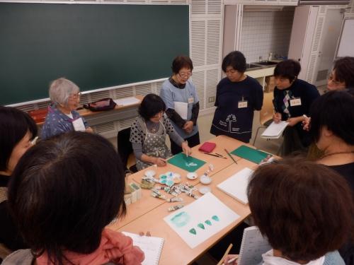 3回目の講座から原画制作がスタート。先ずは永田教授が描き方を指導