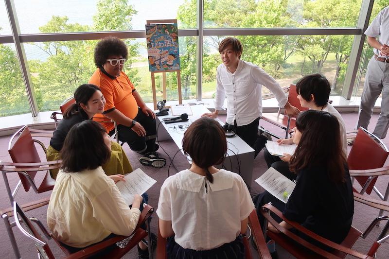 びわ活発表会の後、会場でe-radio(エフエム滋賀)の番組に生出演しました